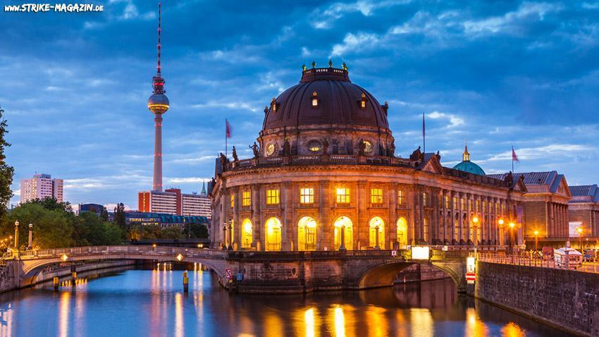 Travelguide Berlin Inklusive Imbiss Bar Club Hotspots